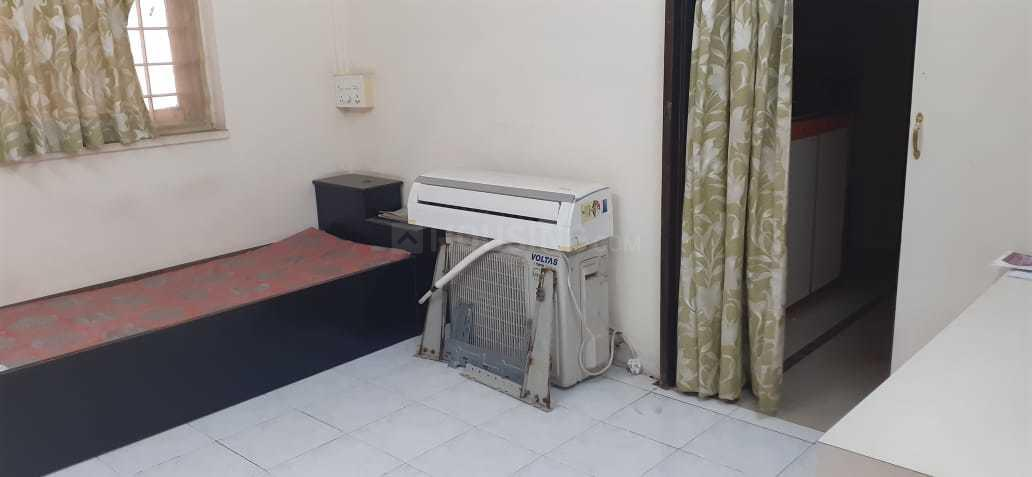 Bedroom Image of 325 Sq.ft 1 BHK Apartment for rent in Vile Parle East for 30000