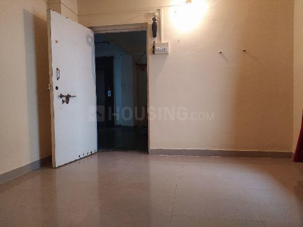 म्हाड़ा बिल्डिेग, कांदिवली वेस्ट  में 5150000  खरीदें  के लिए 5150000 Sq.ft 1 BHK अपार्टमेंट के लिविंग रूम  की तस्वीर