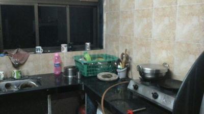 प्रभादेवी में साई मिलन सीएचएस के किचन की तस्वीर