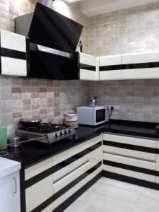 Gallery Cover Image of 2434 Sq.ft 4 BHK Independent Floor for rent in Palam Vihar for 30000