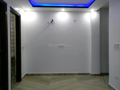 Gallery Cover Image of 675 Sq.ft 2 BHK Independent Floor for buy in Dwarka Mor for 3000000