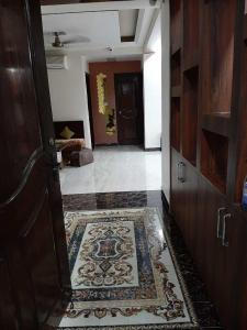 Gallery Cover Image of 1800 Sq.ft 3 BHK Apartment for rent in Sector 23 Dwarka for 32000
