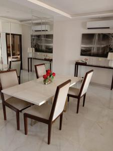 Gallery Cover Image of 1100 Sq.ft 3 BHK Independent Floor for buy in Sector 49 for 4800000