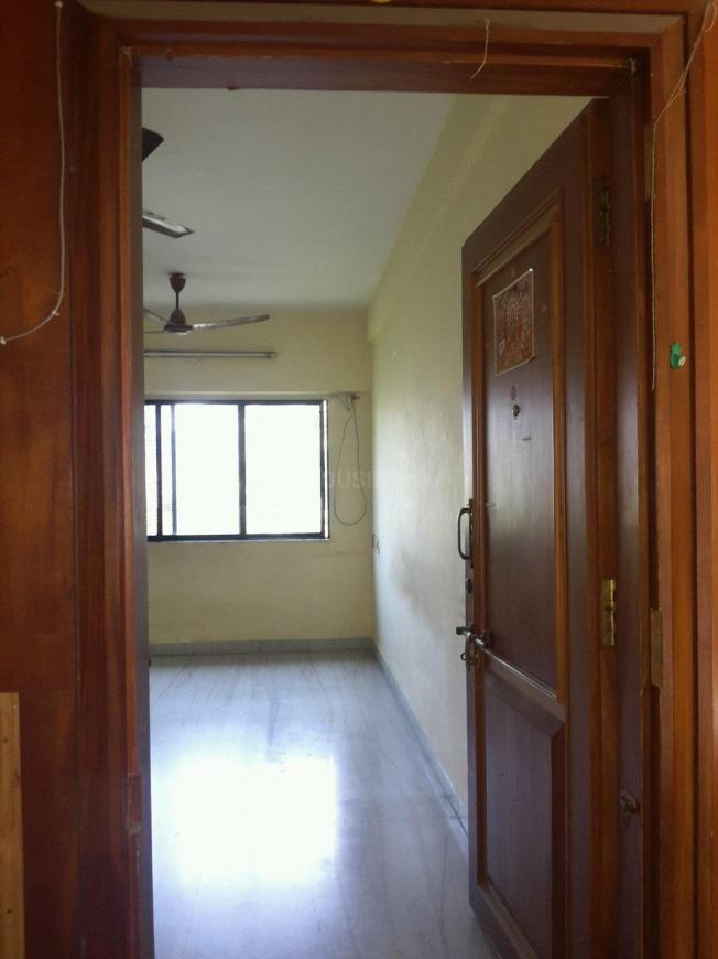 Main Entrance Image of 650 Sq.ft 1 BHK Apartment for rent in Sumati Niwas, Dahisar West for 19000
