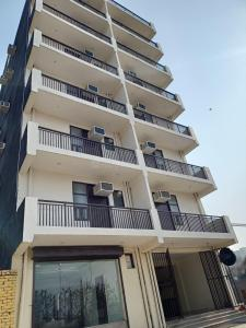 Gallery Cover Image of 500 Sq.ft 1 BHK Apartment for buy in sector 73 for 1300000