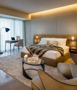 Gallery Cover Image of 2400 Sq.ft 4 BHK Apartment for buy in Raheja Imperia I, Lower Parel for 85500000