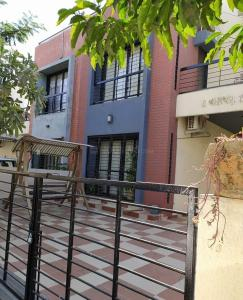 Gallery Cover Image of 2475 Sq.ft 3 BHK Independent House for buy in Thaltej for 35000000