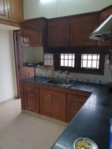 Gallery Cover Image of 1200 Sq.ft 3 BHK Apartment for rent in Ruby Avenue, Rajakilpakkam for 12500