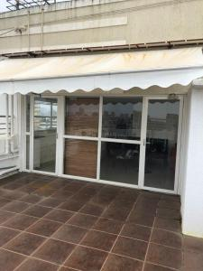 Gallery Cover Image of 1500 Sq.ft 3 BHK Apartment for rent in Bandra West for 250000