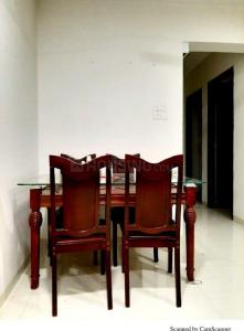 Gallery Cover Image of 800 Sq.ft 2 BHK Apartment for rent in Bhoomi Gobind Bhavan, Khar West for 85000