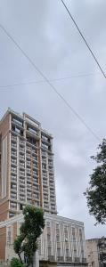 Gallery Cover Image of 1200 Sq.ft 2 BHK Apartment for buy in Crescent Heritage, Khar West for 30000000
