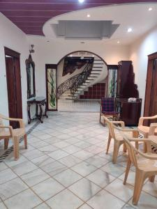 Gallery Cover Image of 3600 Sq.ft 5 BHK Independent House for rent in Paschim Vihar for 150000