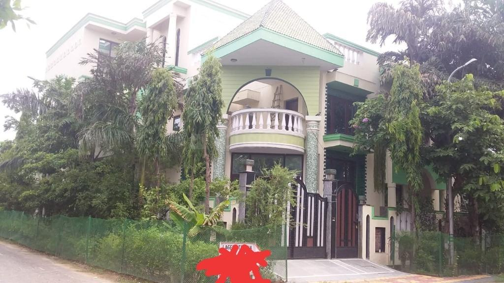Building Image of 50000 Sq.ft 9 BHK Independent House for rent in Sigma I for 100000