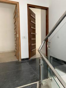 Gallery Cover Image of 2000 Sq.ft 3 BHK Independent Floor for buy in SS Almeria, Sector 84 for 10500000