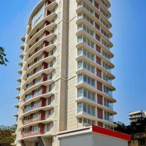 Gallery Cover Image of 1450 Sq.ft 3 BHK Apartment for rent in Vile Parle West for 130000