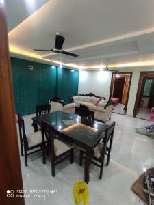Gallery Cover Image of 5800 Sq.ft 9 BHK Independent House for buy in Sushant Lok I for 40000000