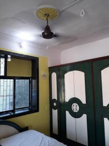 Gallery Cover Image of 750 Sq.ft 1 BHK Apartment for rent in Juhu for 40000