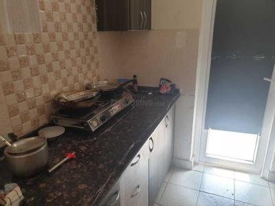 सेक्टर 76 में पिसफुल स्टे के किचन की तस्वीर