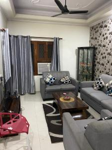 Gallery Cover Image of 1150 Sq.ft 3 BHK Apartment for buy in Arunodaya apartment, Vikaspuri for 9700000