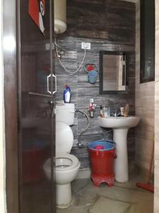 Bathroom Image of PG 3807024 Sector 24 in DLF Phase 3
