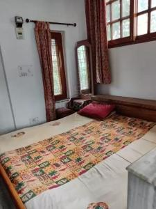 Gallery Cover Image of 350 Sq.ft 1 RK Independent Floor for rent in Dalanwala for 8000