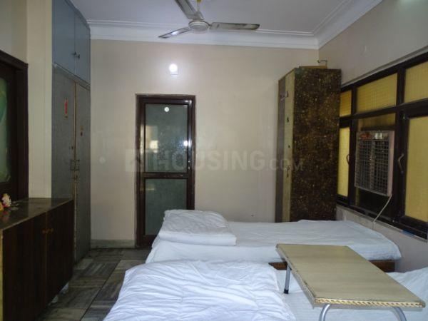 राजौरी गार्डन में भर्ती के बेडरूम की तस्वीर