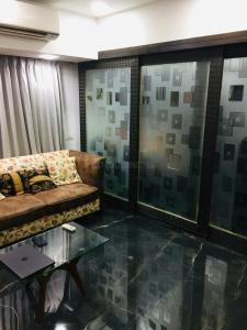 Gallery Cover Image of 900 Sq.ft 2 BHK Apartment for buy in Byculla for 25000000