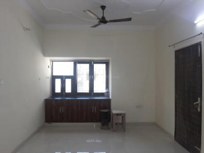 Gallery Cover Image of 1000 Sq.ft 3 BHK Apartment for rent in Paschim Vihar for 20000