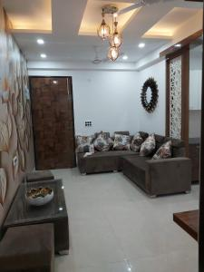 Gallery Cover Image of 910 Sq.ft 2 BHK Independent Floor for buy in Ambesten Twin Corsage, Noida Extension for 2400000