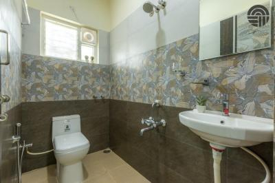 Common Bathroom Image of Helloworld Nagwara in Brookefield