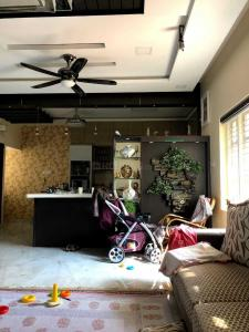 Gallery Cover Image of 1200 Sq.ft 3 BHK Independent Floor for rent in Tirumanahalli for 20000