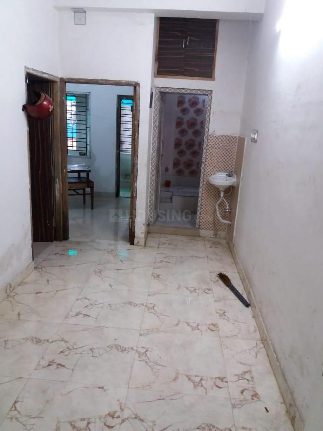 Common Bathroom Image of 584 Sq.ft 2 BHK Apartment for rent in Metiabruz for 7000