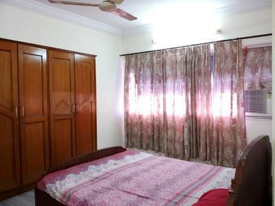 Gallery Cover Image of 1800 Sq.ft 3 BHK Apartment for rent in Malad West for 50000