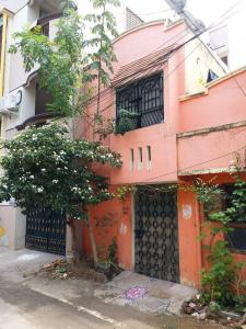 Gallery Cover Image of 1000 Sq.ft 2 BHK Independent House for buy in Velachery for 11000000