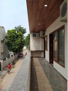 Gallery Cover Image of 2150 Sq.ft 3 BHK Independent Floor for buy in Sector-12A for 10000000