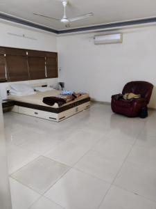 Gallery Cover Image of 5400 Sq.ft 4 BHK Independent House for rent in Ambawadi for 130000