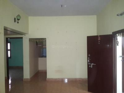 Gallery Cover Image of 800 Sq.ft 2 BHK Apartment for rent in Valasaravakkam for 10000
