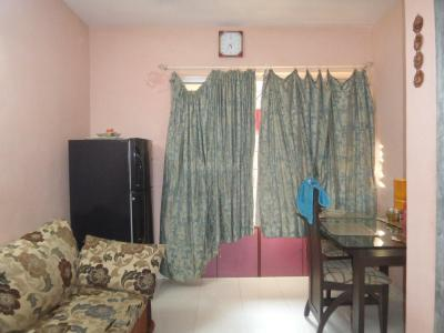 Gallery Cover Image of 425 Sq.ft 1 BHK Apartment for buy in Malad West for 7500000