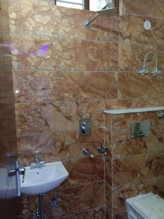 Common Bathroom Image of 950 Sq.ft 3 BHK Independent Floor for buy in Uttam Nagar for 5475000