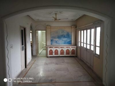 Gallery Cover Image of 2000 Sq.ft 3 BHK Apartment for rent in Nishant Regency Tower, Vastrapur for 27000