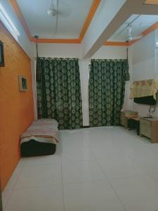 Gallery Cover Image of 425 Sq.ft 1 BHK Apartment for rent in Goregaon East for 16000