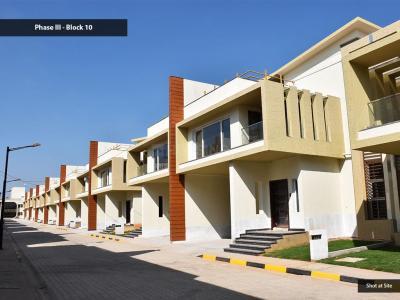 Gallery Cover Image of 3430 Sq.ft 4 BHK Villa for buy in Renaissance Nature Walk, Krishnarajapura for 29340000