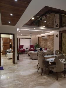 Gallery Cover Image of 1060 Sq.ft 2 BHK Apartment for buy in Phase 2 for 2025000