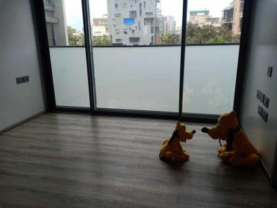 Gallery Cover Image of 580 Sq.ft 3 BHK Apartment for rent in Vile Parle East for 90000