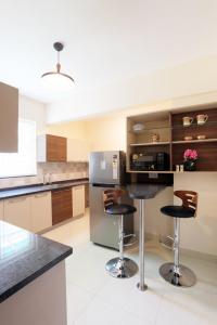 Gallery Cover Image of 1800 Sq.ft 3 BHK Apartment for buy in Hebbal Kempapura for 14500000