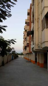 Gallery Cover Image of 800 Sq.ft 2 BHK Apartment for buy in Urapakkam for 1650000