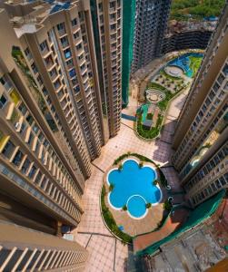 Gallery Cover Image of 866 Sq.ft 2 BHK Apartment for buy in Marina Enclave Tower K & L, Malad West for 14400000