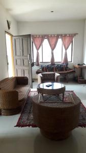 Gallery Cover Image of 1200 Sq.ft 2 BHK Apartment for rent in Shanti Shristi, Prantik for 10000