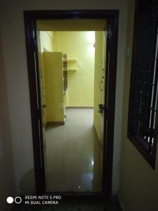 Gallery Cover Image of 450 Sq.ft 1 RK Independent House for rent in Arumbakkam for 4500