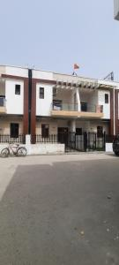 Gallery Cover Image of 1900 Sq.ft 3 BHK Independent Floor for rent in Kamakhya Villas, Noida Extension for 15000